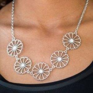 Paparazzi Daffodil Gardens Green Necklace/Earring